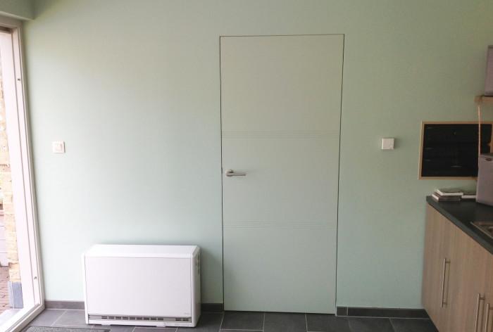 Blokdeuren de nieuwe strakke deur zit verdoken in de muur - Deur zolder bezoek met schaal ...